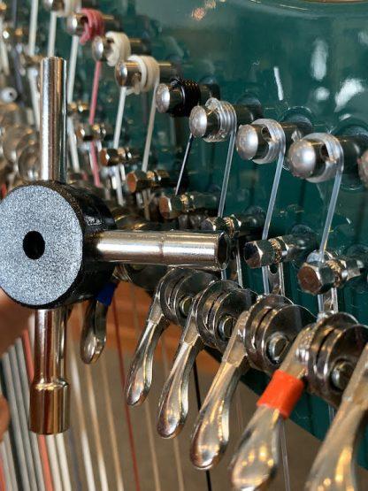 Tool for regulating Camac levers
